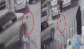 بالفيديو..لحظة نجاة طفل من الموت دهسا في حفر الباطن