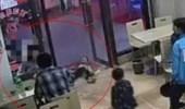 بالفيديو.. سيدة حامل تسقط طفلا بطريقة مروعة