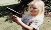 طفلة في الثالثة من عمرها تطلق النار على والدتها الحامل