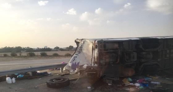 مصرع فتاة وإصابة 21 معتمر في حادث انقلاب حافلة بالأحساء