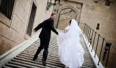 عروسان غريبا الأطوار يمنعان ضيوفهما من العطس في حفل زفافهما