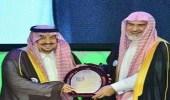هدية غير متوقعة من مدير جامعة الإمام إلى أمير الرياض