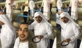 بالفيديو .. صالح النعيمة يرفع عقاله تقديرًا للهلال