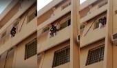بالفيديو.. شاب يخاطر بحياته لإنقاذ طفل من السقوط بالخبر