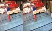 بالفيديو.. أطفال يستولون على جوائز تحفيظ القرآن من داخل مسجد بالرياض