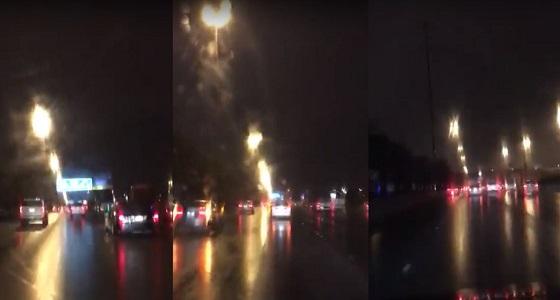بالفيديو.. أمطار على مدينة الرياض