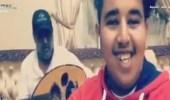 بالفيديو..مشجع يوجه سؤالًا لتركي آل الشيخ عبر وصلة غنائية