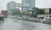 هطول أمطار رعدية مصحوبة برياح تعيق الرؤية على الرياض