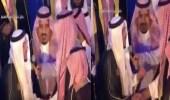 بالفيديو.. لفتة أبوية من أمير القصيم في حفل تخرج الجامعة
