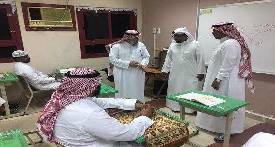 مساعد مدير تعليم مكة يتفقد مركز الحي المتعلم بقطاع الشرائع
