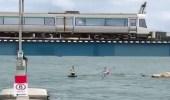 بالفيديو.. رجل متهور يقفز من أعلى قطار بطريقة مروعة
