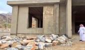 الشهري يتفقد تطوير المباني الخدمية بقرية ذي عين التراثية
