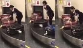 بالفيديو.. موظفة بالمطار تتعامل مع الحقائب بطريقة مثيرة للإعجاب