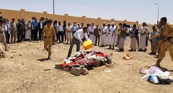 بالصور.. إتلاف كميات كبيرة من الحشيش قبل وصولها للحوثيين بمأرب