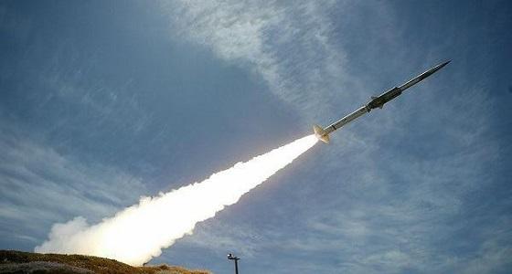 """الدفاعات الجوية تعترض صاروخين حوثيين استهدفا  """"  المخا  """"  اليمنية"""