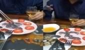 فيديو صادم لرجل يستمتع بتناول طبق من الفئران الحية