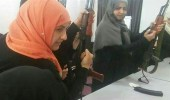 يمنيات يخرجن بالسلاح لشراء متطلبات البيت الغذائية