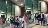 بالفيديو.. الوليد بن طلال يحضر لقاء الهلال مع حفيداته