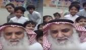 بالفيديو.. رد فعل الطلاب بعد أن أخبرهم معلمهم بحزنه