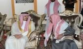 أمير عسير ينقل تعازي القيادة الرشيدة في الشهيدين الشهري والرياعي