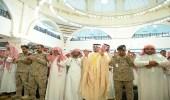 نائب أمير الرياض ينقل تعازي القيادة لأسرة الشهيد القحطاني