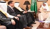 أمير تبوك يلتقي مدير عام الخطوط السعودية
