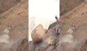 بالفيديو.. مرابطون يزيحون صخرة تحصن خلفها الإرهابيين