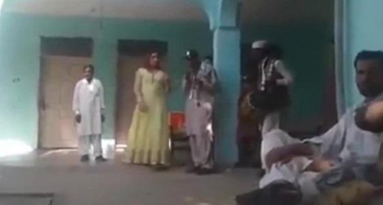 بالفيديو.. لحظة وفاة راقصة في فرح شعبي