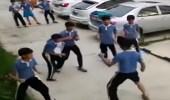بالفيديو.. شاب يلقن 5 طلاب درسا قاسيا