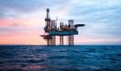 """شركات الطاقة تبدأ بالانسحاب من إيران.. والسبب """" العقوبات الأمريكية """""""