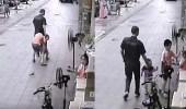 بالفيديو.. رجل يحاول اختطاف طفل يلعب في الشارع