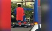 فيديو غريب لرجل يطفو في الهواء