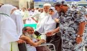 بالصور.. رجال أمن الحرم يقدمون جهودا كبيرة لخدمة الزوار أول أيام رمضان