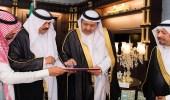 بالصور.. أمير الباحة يتسلم تقريرين منفصلين عن المهرجان الشتوي ومنتدى المخواة الاستثماري