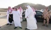 بالفيديو.. أمير الباحة يقف على طريق العقيق - جرد