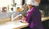 سماسرة الاستقدام يرفعون أسعار العمالة المنزلية المخالفة لـ 3500 ريال