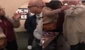 بالفيديو.. أكاديمي إيراني يعتدي بالضرب على فتاة إحوازية فضحت فساد إيران