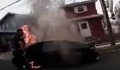 بالفيديو.. لحظة إنقاذ رجل احتجز داخل سيارته المشتعلة