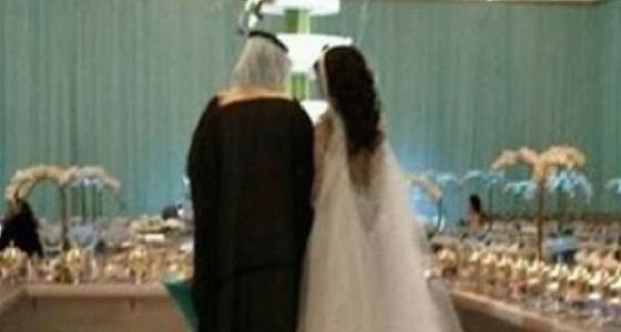 استدعاء عريسا وعروسه لمخالفتهما التقاليد في حفل زفافهما