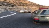 فتح طريق عقبة حزنة في الباحة بعد إزالة الصخور المتساقطة