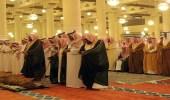 الأمير فيصل بن بندر يؤدي صلاة الميت على الشيخ بن ماجد