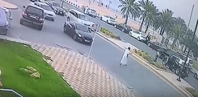 شرطة الشرقية تطيح بشخصين بعد إطلاقهم النار على مواطن بالجبيل الصناعية