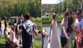 بالفيديو.. شباب يحتفلون بزفاف عروسين أوكرانيين على الطريقة المصرية