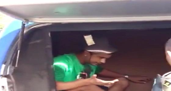 بالصور.. سجين يذهب إلى مستشفى بساطور في رأسه