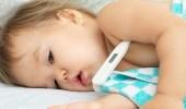أطباء يحذرون من الطرق التقليدية لخفض حرارة الرضيع