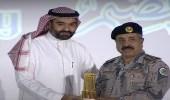 وزير الاتصالات يسلم جائزة الإنجاز للتعاملات الإلكترونية لمدير حرس الحدود