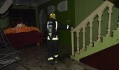 عبث أطفال بألعاب نارية يتسبب في حريق منزل بسكاكا