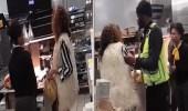 بالفيديو.. عامله تعتدي بالضرب على زبونة أرادت تحضير وجبتها بنفسها