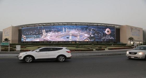 بالصور.. لوحات إرشادية لحملة الشرطة لقاصدي الحرم المكي