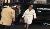 بالصورة.. مايا دياب تسير حافية وبثياب الحمام بشوارع لندن والسبب غريب